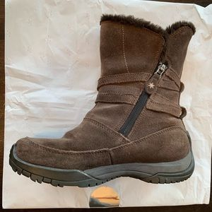 Columbia suede boots w/ plush microfleece lining